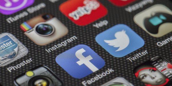 Di Instagram, Facebook e gli altri… guardami!